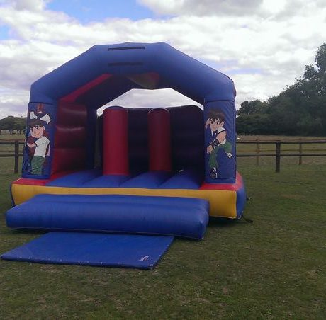 essex-bouncy-castles-03